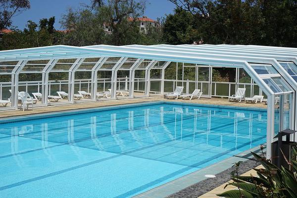 quelles couvertures ou b ches choisir pour couvrir votre piscine. Black Bedroom Furniture Sets. Home Design Ideas
