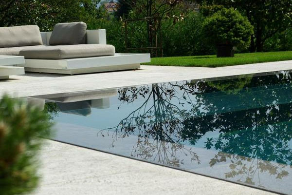 Connaissez vous la piscine miroir for Plan de piscine a debordement