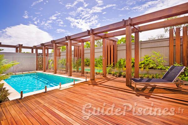 Comment entretenir la terrasse de sa piscine ?