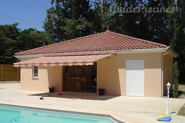 installez un pool house dans votre jardin. Black Bedroom Furniture Sets. Home Design Ideas