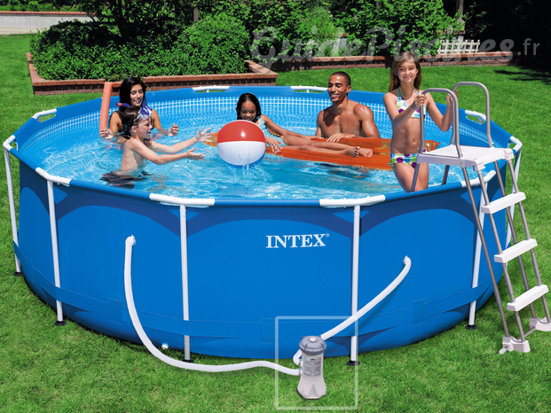Piscine hors-sol tubulaire Intex chez Raviday piscine