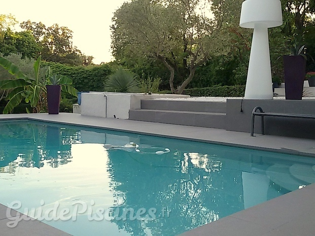 Piscine contemporaine